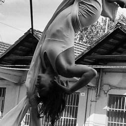 Cristina Geninazzi - tessuto aereo - -Impro'penDay - improvvisazioni performative artistiche - la fucina del circo