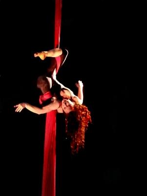 martina nova -Tessuto aereo -Impro'penDay - improvvisazioni performative artistiche - la fucina del circo