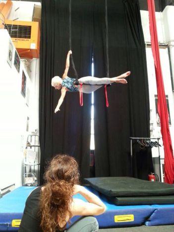 corso di tessuto e trapezio acrobatica aerea tecniche circensi (15)