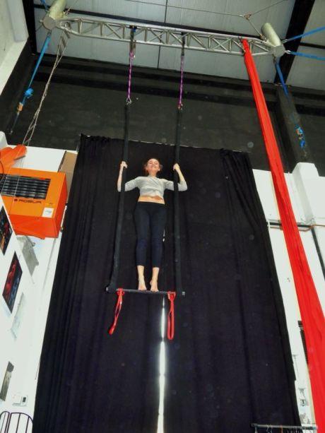 corso di tessuto e trapezio acrobatica aerea tecniche circensi (4)