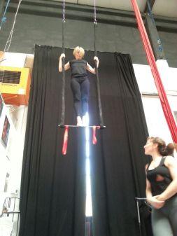corso di tessuto e trapezio acrobatica aerea tecniche circensi (6)