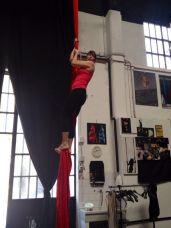 corso di tessuto e trapezio acrobatica aerea tecniche circensi (8)