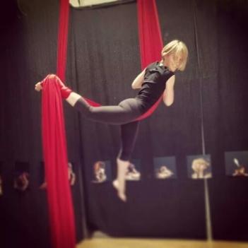 corso di tessuto e trapezio Torino acrobatica aerea tecniche circensi
