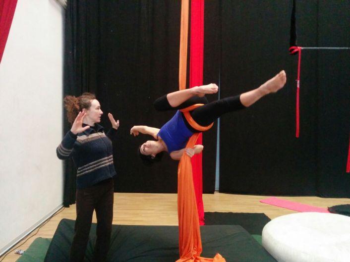 corsi lafucinadel circo, acrobatica aerea, tessuto aereo, trapezio