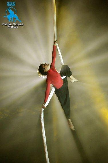 corpo sospeso Marcela Martínez stage di tessuti trapezio attrezzi aerei corda La Fucina del Circo Torino acrobatica aerea