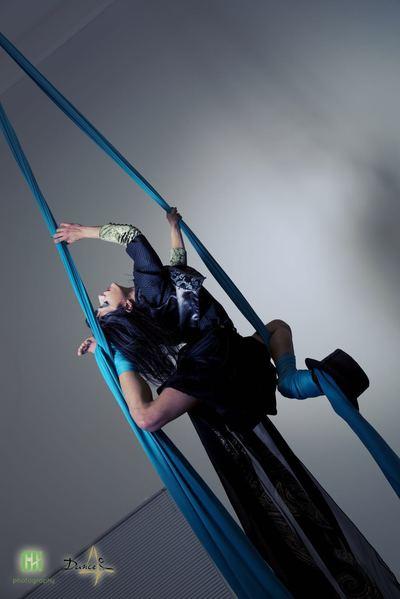 corso di elasticità con Lara D'Amelia, la fucina del circo, torino, stretching, elasticità, contorsione
