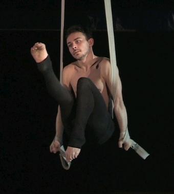 corso di cinghie, acrobatica, torino, la fucina del circo, edoardo ramojno, aerea, via bologna,lanificio di torino, scuola, arti aeree, performance.jpeg