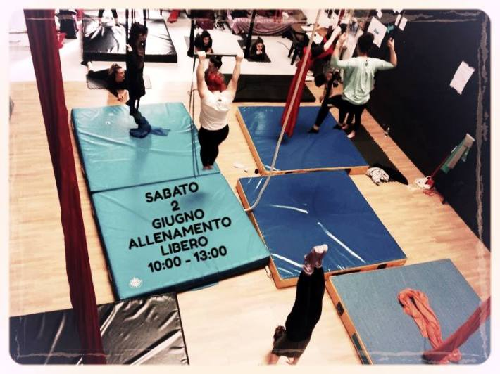 allenamento libero, torino, la fucina del circo, acrobatica, corsi, scuola, arti performative, spazio allenamento, via bologna, barriera di milano.jpg