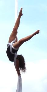 beatrice rosso, la fucina del circo,, torino, corso di acrobatica aerea, tessuto aereo, trapezio, cerchio, amaca, cinghie
