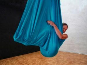 amaca aerea. aerial hammock, workshop, stage circo, la fucina del circo, torino, acrobatica aerea, scuola, corsi, discipline aeree, tessuti aerei