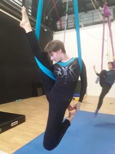 amaca aerea, torino, la fucina del circo, corso, scuola, discipline aeree, circo torino, danza aerea, tessuti